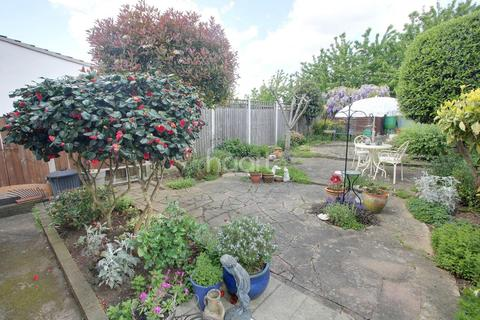 2 bedroom bungalow for sale - Hornchurch