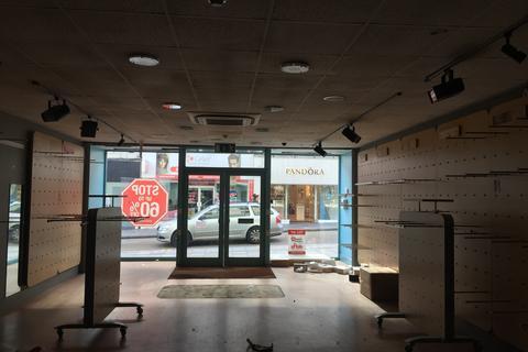 Retail property (high street) to rent - Union Street, Torquay TQ1