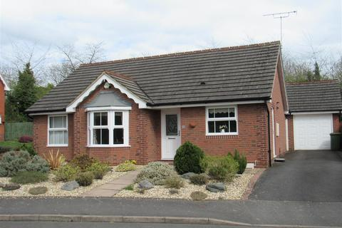 2 bedroom bungalow for sale - Avenbury Drive, Solihull