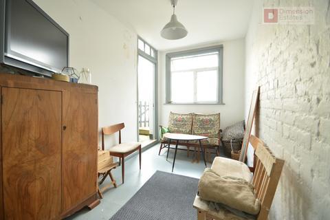Studio to rent - Upper Clapton Road, Hackney, London, E5