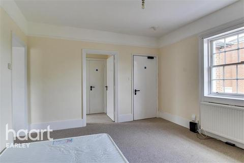 Studio to rent - Russell Street, Reading, RG1 7XD