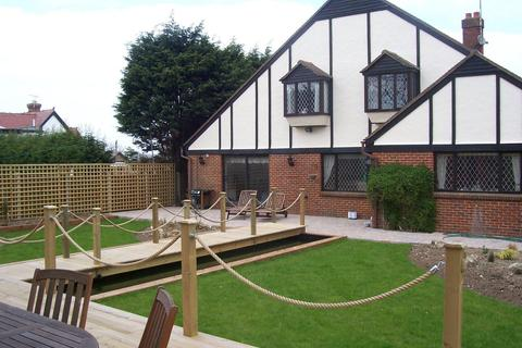 4 bedroom detached house for sale - Second Avenue, Broadstairs