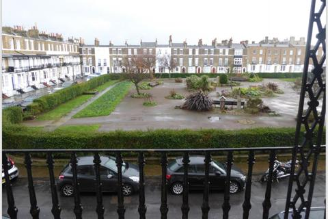 2 bedroom apartment for sale - Spencer Square, Ramsgate