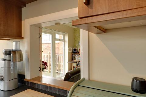 3 bedroom bungalow for sale - Arlington Gardens, Harold Wood, RM3 0EB