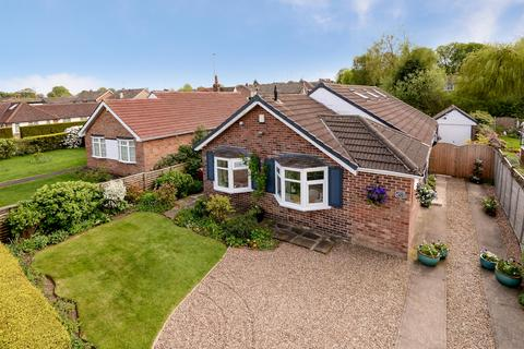 3 bedroom bungalow for sale - High Ash Drive, Shadwell, Leeds, LS17 8RA