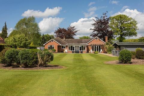 4 bedroom bungalow for sale - Spen Green, Smallwood