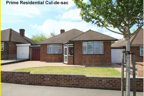 2 bedroom detached bungalow for sale - Inwood Close, Shirley