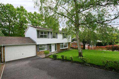 5 bedroom detached house to rent - St Huberts Close, Gerrards Cross, Buckinghamshire SL9