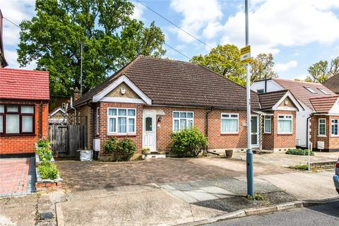 2 bedroom semi-detached bungalow for sale - Woodford Crescent, Pinner, Middlesex, HA5
