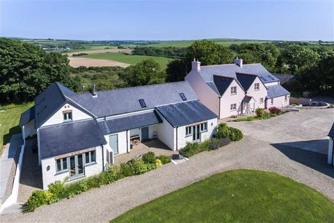 4 bedroom property with land for sale - 4 Bed House, 2 x 2 Bed Cottages + Land, Dwrbach, Fishguard
