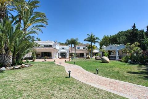 10 bedroom villa  - Guadalmina Baja, Marbella, Malaga