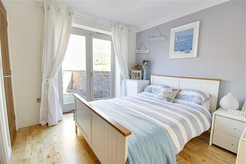 3 bedroom semi-detached house for sale - Glebe Farm Court, West Boldon, Tyne And Wear