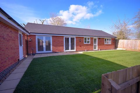3 bedroom bungalow for sale - Haslemere Drive, Desborough, Kettering