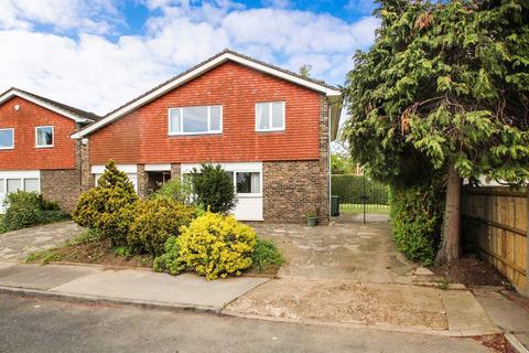 4 bedroom detached house for sale - Plaxtol Close, Bromley, Kent, BR1 3AU