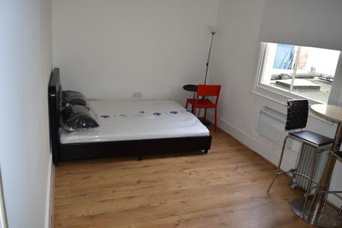 Studio to rent - Kings Road, Brighton BN1