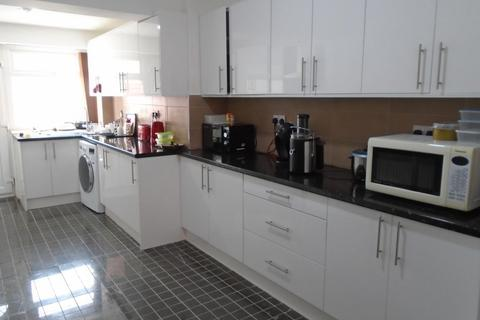 4 bedroom end of terrace house to rent - Maine Road, M14 7WQ