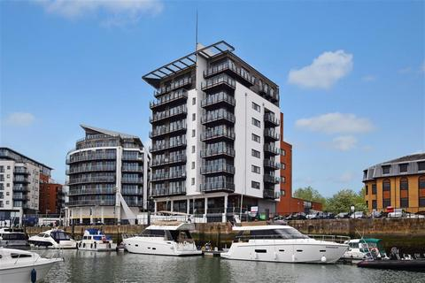 2 bedroom flat to rent - Sundowner, Channel Way, Ocean Village, Southampton, Hampshire, SO14 3JB