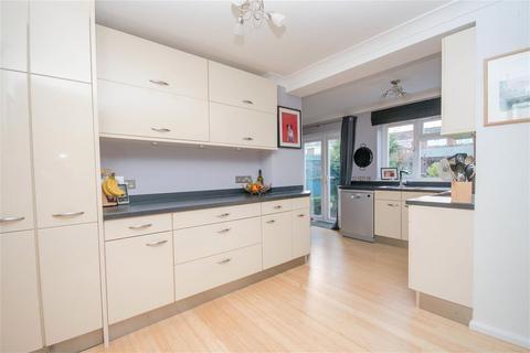 4 bedroom semi-detached house to rent - Chestnut Drive, Coxheath, Maidstone, Kent, ME17