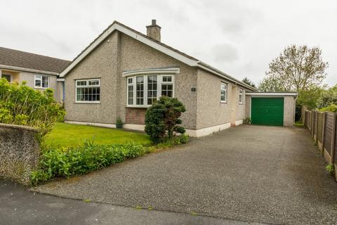 3 bedroom detached bungalow for sale - Penysarn Fawr Estate, Penysarn, North Wales