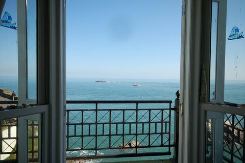 2 bedroom apartment for sale - Ilfracombe Sea Front