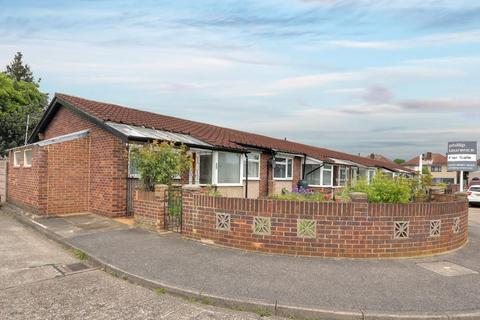 2 bedroom bungalow for sale - Chesil Way, Hayes UB4