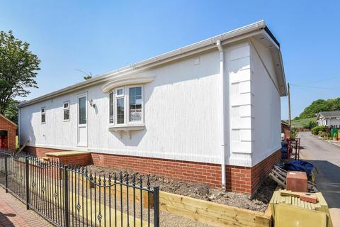 2 bedroom detached bungalow for sale - Swiss Farm Park, Marlow Road, Henley on Thames, RG9