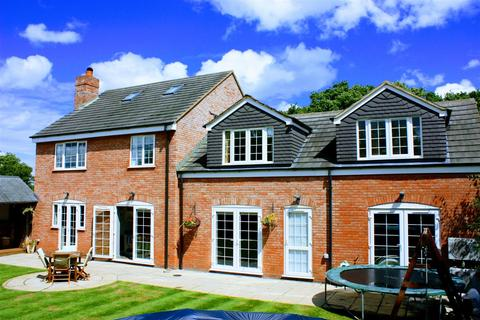 6 bedroom detached house for sale - Braydon, Nr Swindon