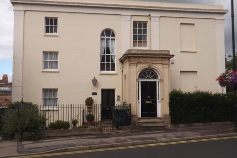 Studio to rent - Montpellier Grove, Cheltenham, GL50