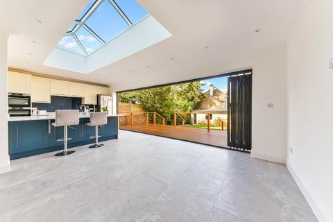 4 bedroom detached house for sale - Downs Way, Tadworth, KT20