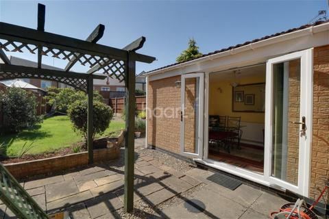 3 bedroom detached house to rent - Redcar Court, Downend