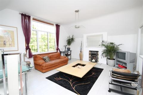 2 bedroom flat for sale - Grove Road, Willesden Green, LONDON