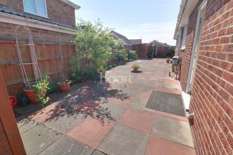 3 bedroom bungalow for sale - Dunvegan Drive, Rise Park, Nottingham