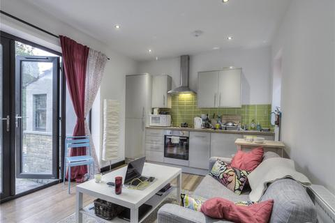 3 bedroom semi-detached bungalow to rent - 66 Newsome Road, Huddersfield, HD4