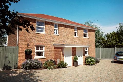 2 bedroom detached house for sale - VIEWING STRICTLY BY APPOINTMENT ONLY.   Cobden Avenue, Southampton, SO18