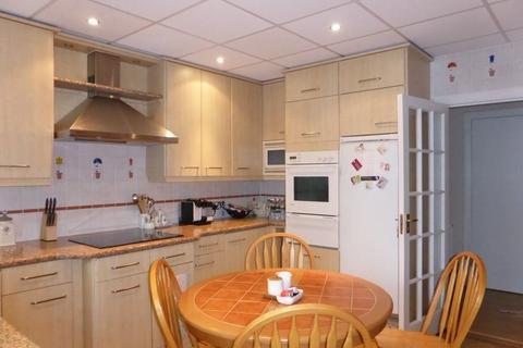 3 bedroom flat to rent - Marine Gate - P1415