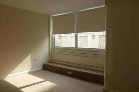 Studio to rent - Middle Street - P1168