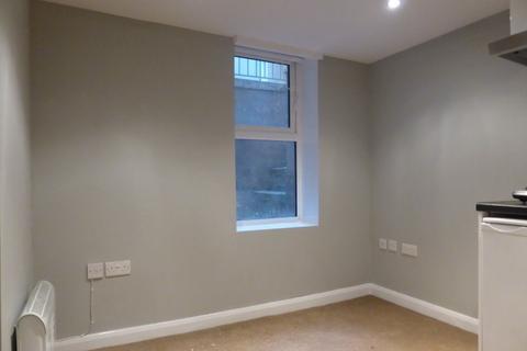 Studio to rent - Middle Street - P1189