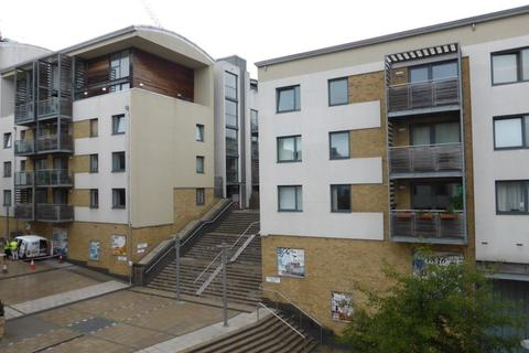 3 bedroom flat to rent - Sharpthorne Court - P1377