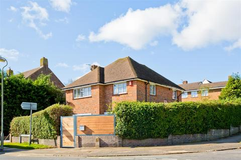 3 bedroom detached house for sale - Valley Drive, Westdene, Brighton
