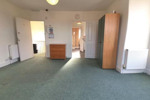Studio to rent - Kingston Road, Raynes Park, London, SW20