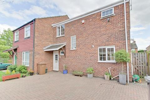 3 bedroom semi-detached house for sale - Nickleby Road, Chelmsford, Essex, CM1