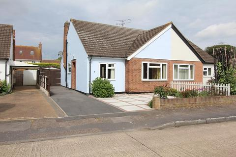 2 bedroom semi-detached bungalow for sale - Newport Close, Chelmsford, Essex, CM2