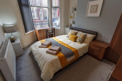 6 bedroom terraced house to rent - Kelso Rd, Kensington