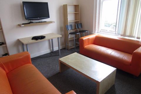 5 bedroom flat to rent - Nags Head