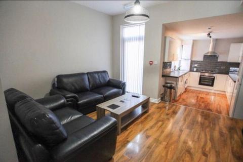 6 bedroom terraced house to rent - Bigham Road, Kensington