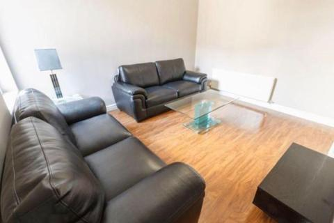 6 bedroom terraced house to rent - Hannan Road