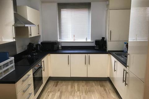 2 bedroom apartment to rent - St Georges Court, Camberley, Surrey, GU15 3QZ