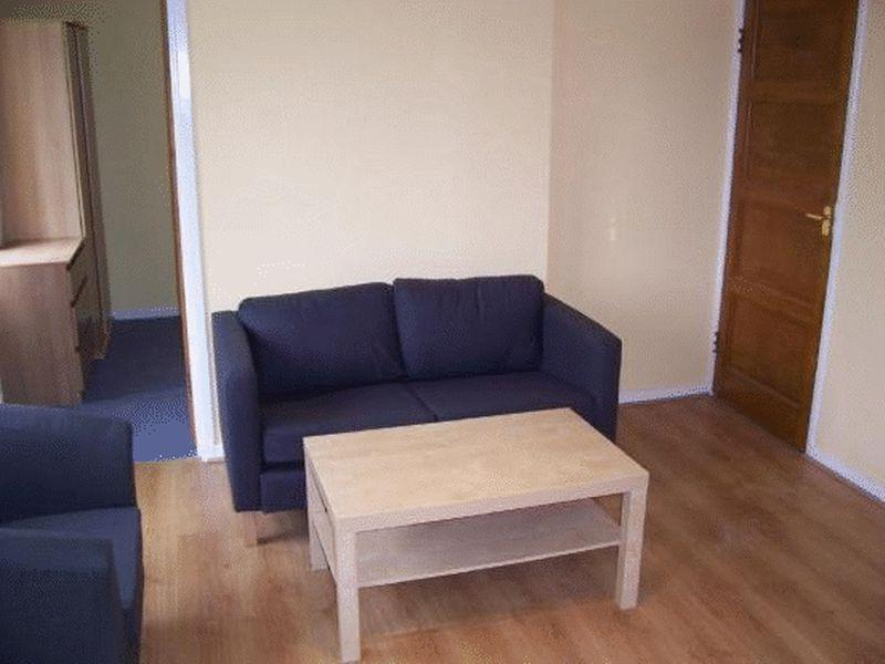 Reverse view lounge