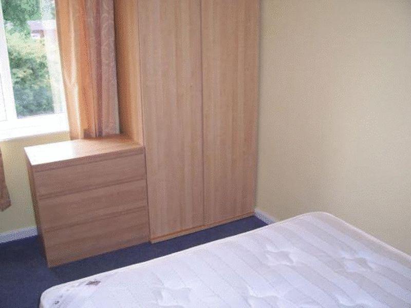 Reverse view bedroom