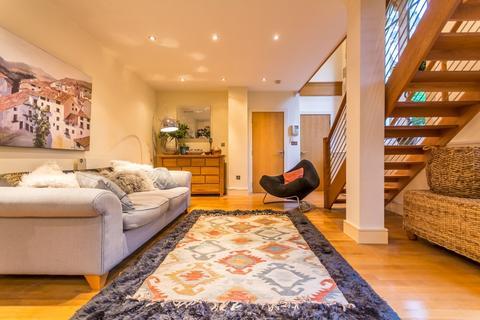 2 bedroom ground floor flat for sale - St James Church Charlotte Road